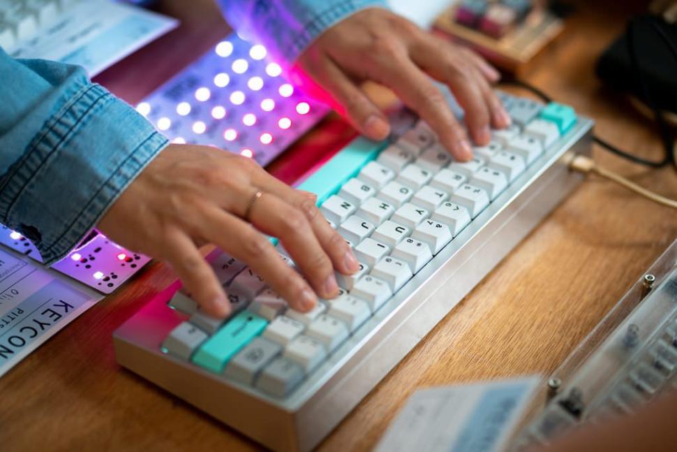 Zeal 60 PCB - Custom keyboards - KeebTalk